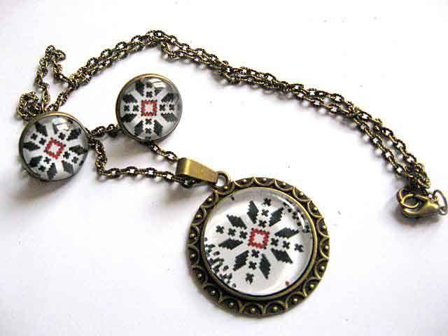 #Set #bijuterii #bronz şi #sticlă, #colier cu #pandantiv şi #cercei, bijuterii cu #model #tradiţional / Set of #bronze and #glass #jewelry, #necklace with #pendant and #earrings, traditional #style jewelry / #청동과 #유리 #보석, #펜던트와 #귀걸이, #전통적인 #스타일의 #보석 #목걸이 #세트 http://handmade.luxdesign28.ro/produs/set-bijuterii-bronz-si-sticla-colier-cu-pandantiv-si-cercei-29275/