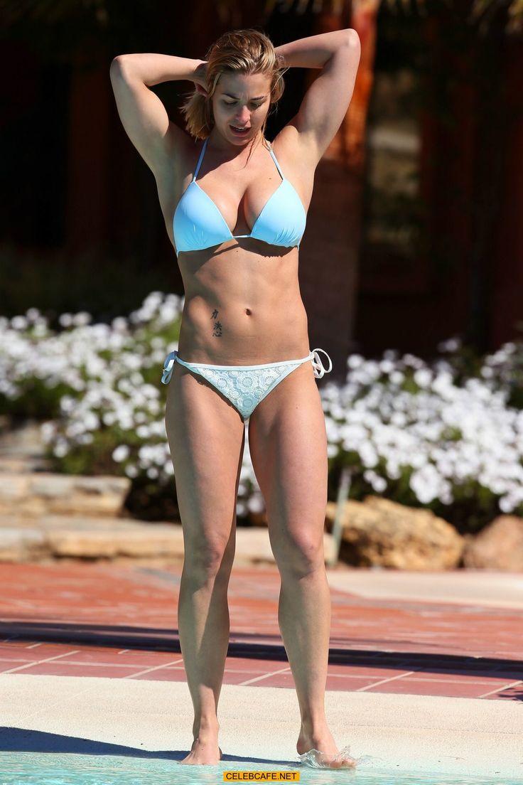 Gemma Atkinson - Wearing a bikini while on Holiday in Marbella 101416 (22).jpg (1280×1920)