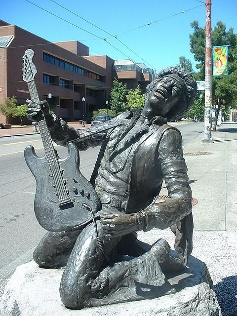 bronze statue of Seattle native, Jimi Hendrix
