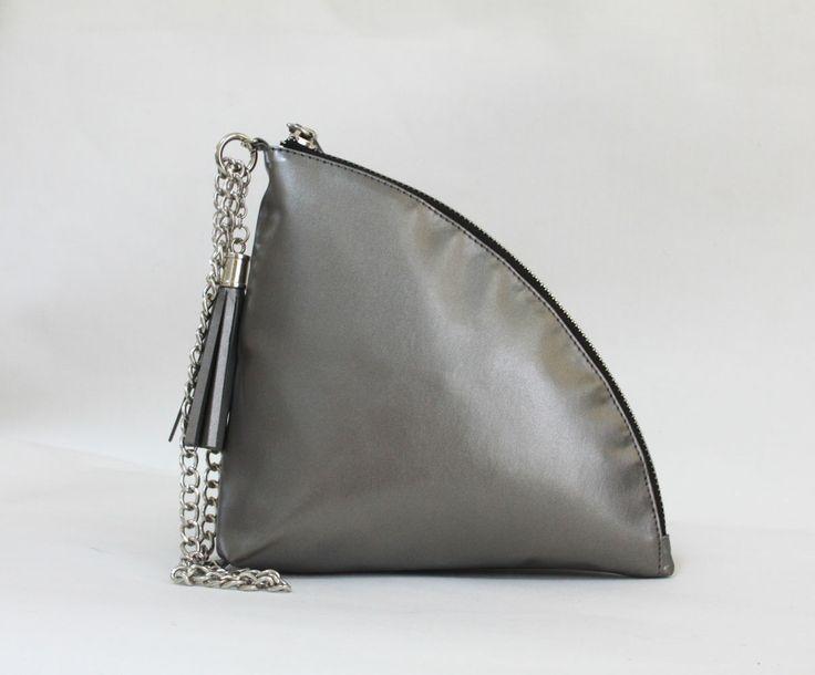 Zoey quarter clutch bag #clutchbag #taspesta #handbag #clutchpesta #fauxleather #leather #kulit #fashionable #stylish #trend #colors #darksilver Kindly visit our website : www.bagquire.com