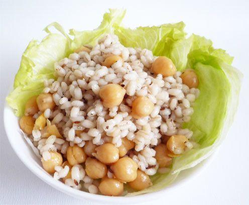 もち麦とひよこ豆のエスニックサラダごはん   腸活に効果的とされるもち麦と、満足感があるひよこ豆を合わせ、ダイエット中でもボリュームがあり、満腹に食べられるサラダです liqueur☆    材料 (2人分) ☆もち麦100g ☆水(もち麦用) 200cc ★ひよこ豆 1/2カップ(約80g) ★水(ひよこ豆用) 400cc オリーブオイル 大さじ2 クミンシード 小さじ1 レモン果汁 小さじ2 塩 小さじ1/2 粗挽き黒胡椒 少々 レタス 2枚 作り方 1  ひよこ豆を多めの水に3~4時間以上(冬場は一晩)浸します。 夏場は腐敗防止のために冷蔵庫で浸します。 2  豆の浸し水カップ2杯で煮ます。圧力鍋の場合は、高圧で10分程加熱します。 3  ☆の分量でもち麦を水に1時間程浸し、茹でて、お湯を切ります。 圧力鍋の場合は、高圧で2分程度です。 4  フライパンでオリーブオイルを熱し、クミンシードを入れて泡が出るまで火に掛け、香りが立ったら火からおろします。 5  手順2、手順3、手順4とレモン果汁を混ぜ合わせ、塩胡椒で味を調えます。 6…