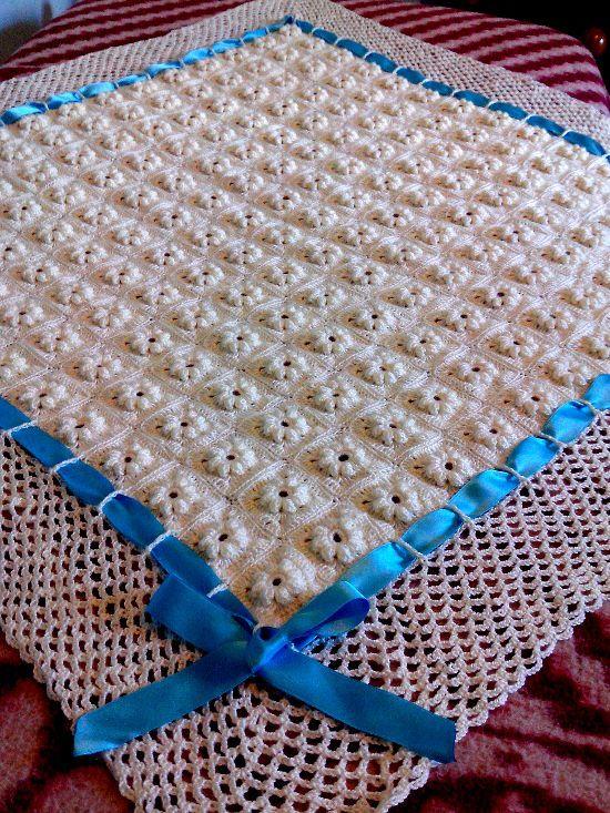 Noemí Rodriguez nos enseña como tejió esta hermosa manta o cobija para bebe en tejido crochet.