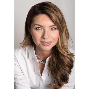 Kristina Martin - Part of the Elaine Pippi Team/Sales Representative