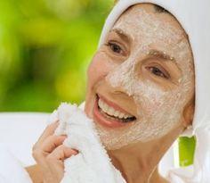 Správne vyživovaná pleť je kľúčom, ktorý vám môže pomôcť spomaliť vonkajšie príznaky starnutia. S vyšším vekom pokožka tváre a dekoltu stráca svoju prirodzenú elasticitu, dochádza k jej vysychaniu,...