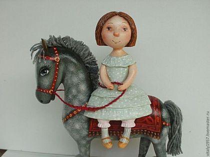 Купить или заказать Девочка и  лошадь .  Скульптура. Дерево . Ручная роспись в интернет-магазине на Ярмарке Мастеров. Я каталась на коне летней ночью при луне Мы скакали по лугам по лесам. и по горам... А под утро на рассвете обогнали даже ветер! Я каталась на коне - только жалко, что во сне... Девочка и конь вырезаны из дерева,расписаны кисточкой и акрилом. авторская работа. Пересылка включена в стоимость раб…