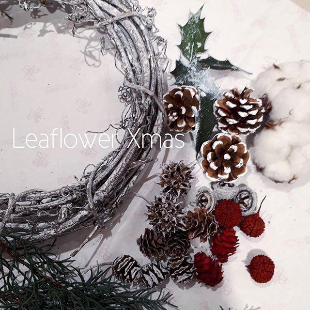 12月のABCクラフト講習会の作品製作しました。 クリスマス準備は、いくつになっても楽しいです⭐  #クリスマス #クリスマスリース #xmas #ワイヤークラフト #頑固自在 #ファー #ファーバッグ #秋冬ファッション #秋冬コーデ #ABCクラフト #アラサー女子 #大人ファッション#アラフィフコーデ  #フェイクファー  #40代ファッション  #ハンドメイド #fashion  #instagood #今日のコーデ  #leaflower #おしゃれさんと繋がりたい #大阪 #香里園