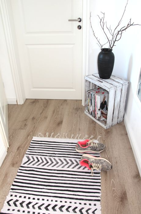 DIY RUG SCANDINAVIAN STYLE. I like the crate