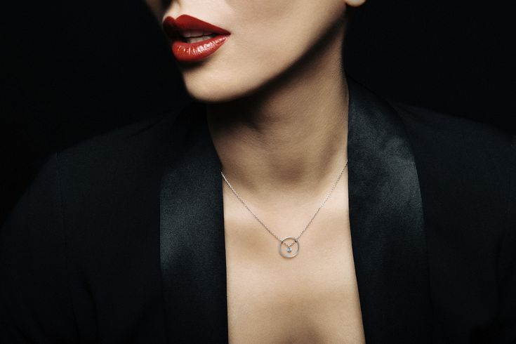 COLLIER EXCENTRIQUE ROND 2 http://www.labruneetlablonde.com/collection/2-colliers