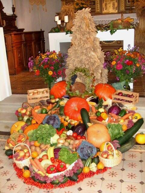 Decorating Around Harvest Gold Bathroom: 17 Best Images About Fall Church Decor On Pinterest