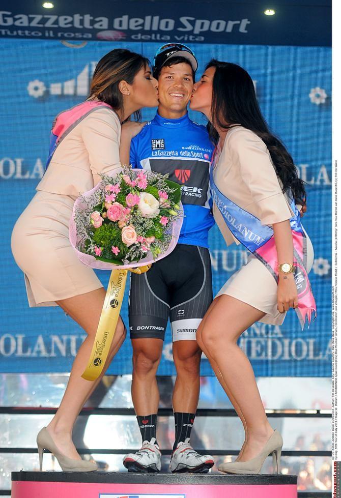 Giro d'Italia 2014 - Stage 11 - Juilian Arredondo needs a higher dais for the podium kisses