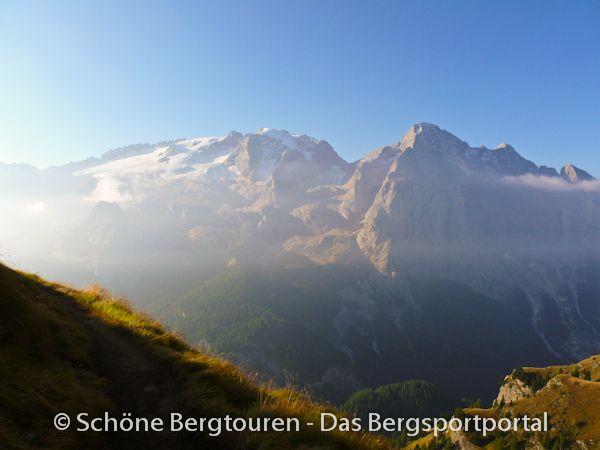 Morgendlicher Blick vom Bindelweg auf die Marmolata - Foto: Mario Hübner