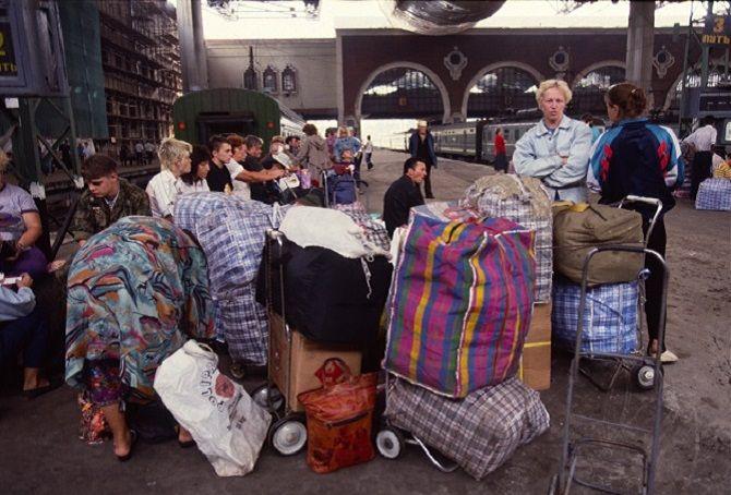 Челноки на Казанском вокзале, 1990–е годы, Москва