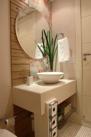 Para o lavabo foram eleitas pastilhas jatobá com detalhes em madeira pinus tratada.