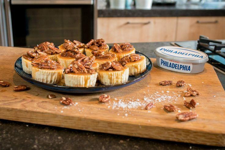 Mini Philadelphia cheesecakejes met karamel en pecannoten