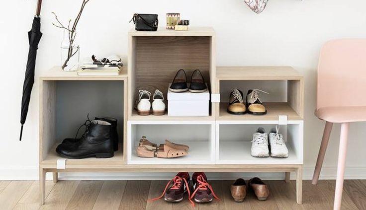 En skoreol er genial til garderoben eller entreen. De fås i metal, træ og plast. Vi har fundet 12 flotte væghængte og stående skoreoler.