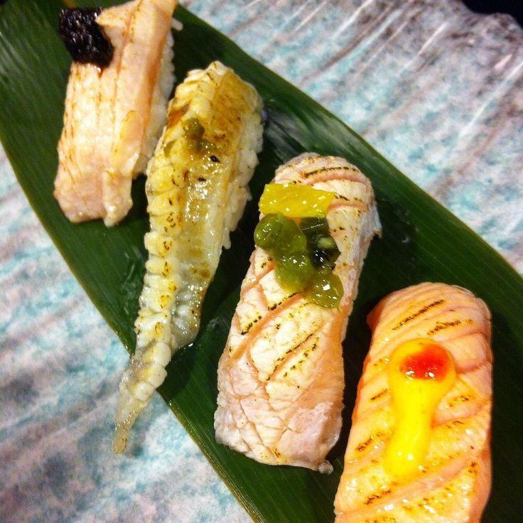 Nighiri del giorno #sushi#sushiporn#nighiri#fantasia#fusion#pescespada#nori#pepeverde#rombo#agli#aburi#ricciola#kizamiwasabi#salmone#piccante#創作#寿司#握り#カジキ#エンガワ#ヒラマサ#サーモン#italia#roma by t2on7172