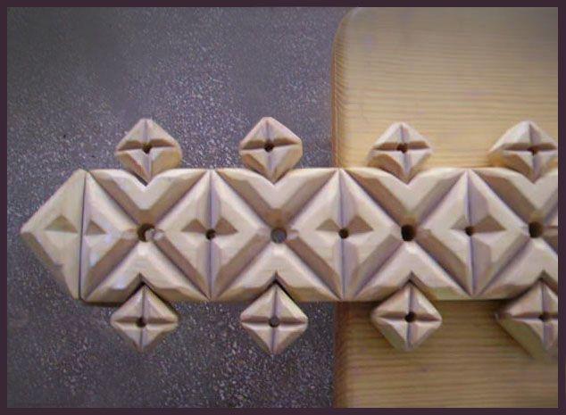 Карниз. Бокова частина. Дерево. Геометрична різьба. Eaves. The lateral part. Wood. Geometric carving.