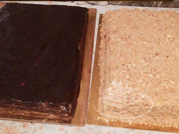 Два больших торта: Спартак и Наполеон. Удобно резать на кусочки, если угощаете компанию из нескольких человек. Такое тоже можно заказывать: +38 096 204 48 42