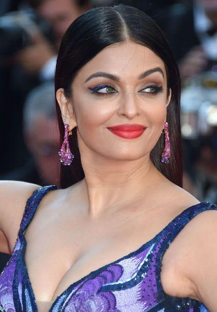 Aishwarya Rai Hot Cleavage Picture