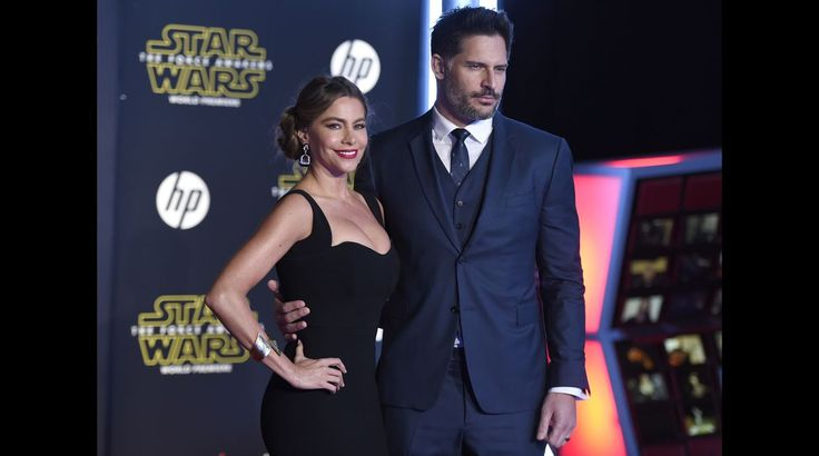 "Sofia Vergara y su esposo John Manganiello en la alfombra roja de ""Star Wars: The Force Awakens"". Dic 2015."