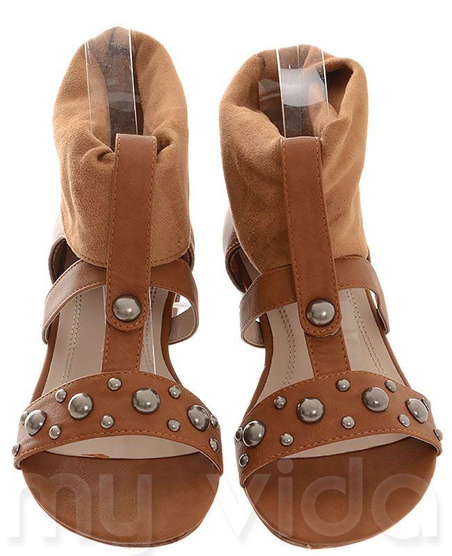 CAMEL - https://www.myvida.org - Scarpe donna tipo sandali in tela. Ciabatte stile gladiatore con borchie e tacco basso, scarpe estive in voga nella stagione primavera/estate