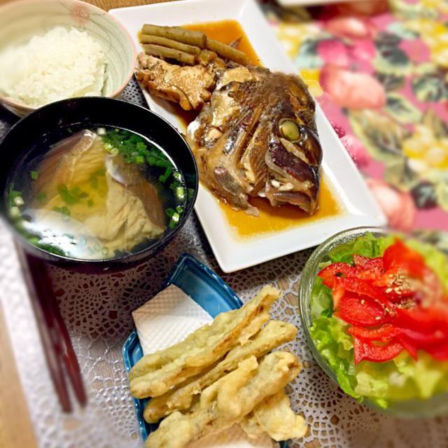 新鮮で大きな鯛のアラが買えたので^o^ 作ってみました! - 11件のもぐもぐ - 鯛のかぶと煮、潮汁、ゴボウのてんぷら、サラダ by ranran2525year