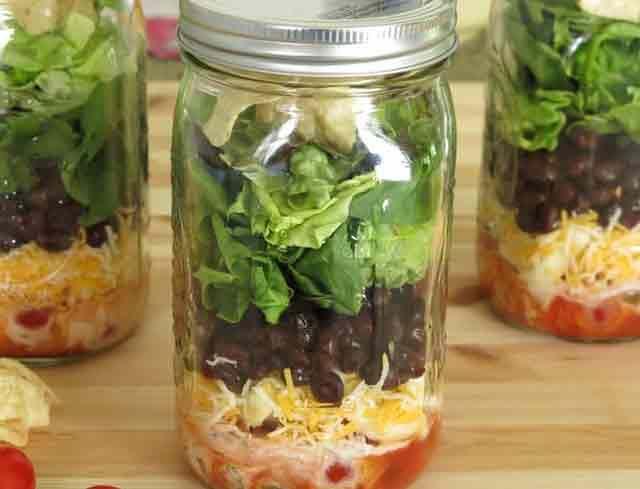 Saladas no pote de vidro: salada mexicana (com feijão)