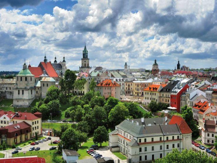 Este encanto de urbe es Lublin, que se halla en Polonia.