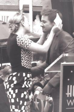 Scarlett Johansson & Jeremy Renner