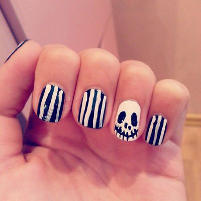 black and white nails for halloween jack stripes http://andreeamaria.com/jack-skellington-halloween-nails/