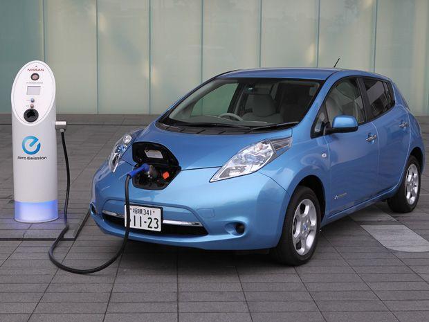 Nissan Leaf, eu quero um destes para voltar a usar carro com a cabeça mais leve :)