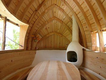 the fling clay ship japan.  it is a small house for tea ceremony.  designed by Terunobu Fujimori  空飛ぶ泥舟(茅野市美術館)  撮影:藤森照信