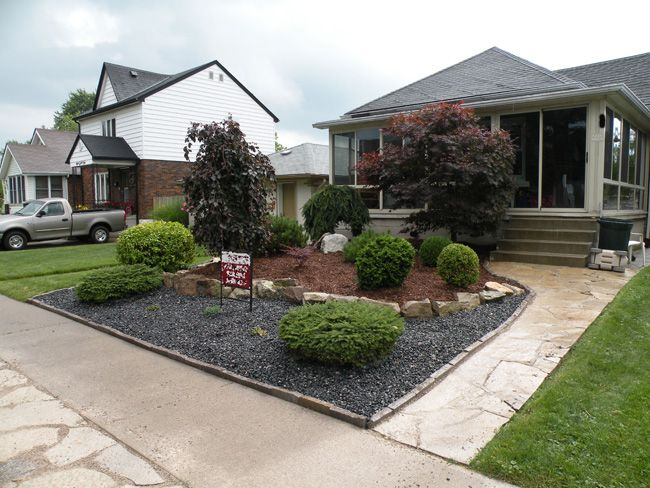 Black woodchips rock design red woodchips shrubs bushes for Small front yard design