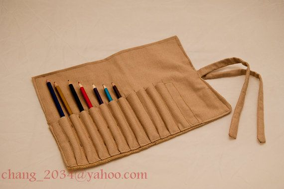 Estuche para lápices enrollable por FranksHandMade en Etsy, €19.95