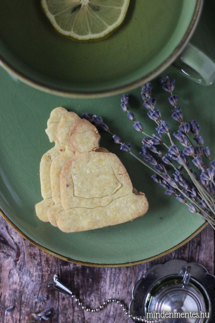 Pecsételhető gluténmentes keksz különleges, levendulás ízben: délutáni kikapcsolódáshoz. IR-barát, vegán recept eritrittel.