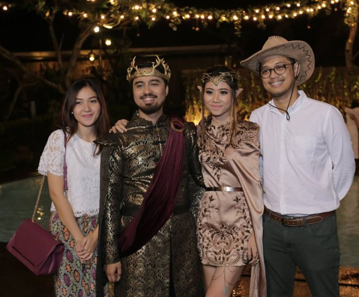 This couple had a Game of Thrones and Lord of the Rings themed wedding