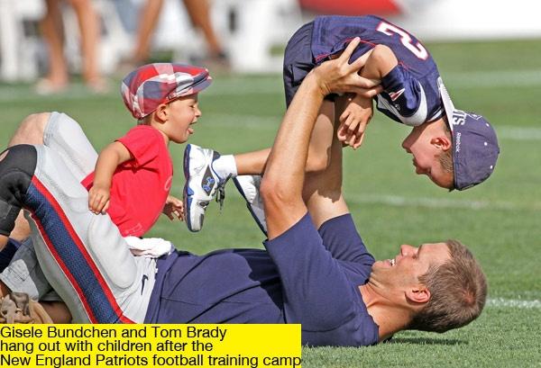 Tom Brady & his kids ARE SO FREAKING CUTE!