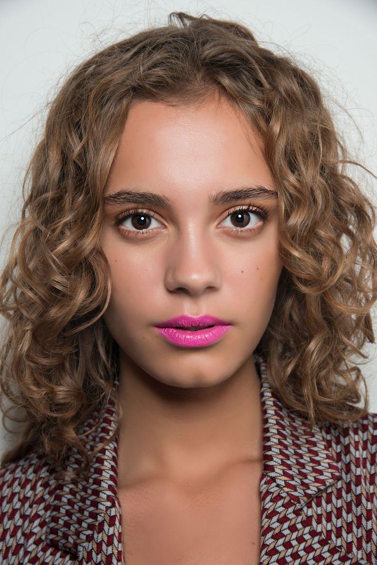 Für Locken: Das sind die schönsten Frisuren 2019 | Styling