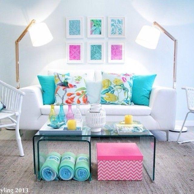 Белый с освежающими нотками розового и бирюзы🌸☀🍉 #интерьер #стиль #декор #дизайн #свежий #вдохновение #стол #стекло #подушки #белый #бирюзовый #цветочный #лампа #идея #вдохновение #светлый #kashtanovacom