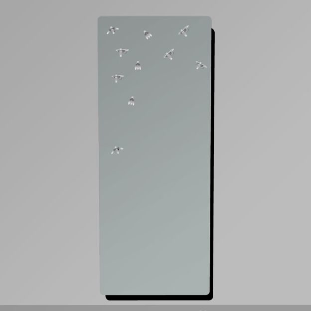 #LAMPIRIS Extra-clear mirror whose surface is covered with small designs from which emerges a led light.