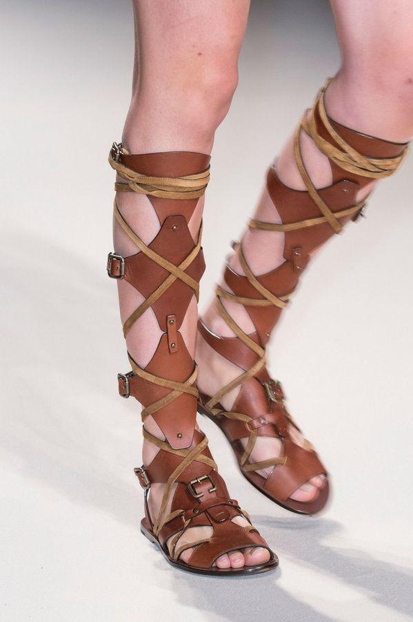Женская обувь тенденции весна-лето 2017. Сандалии Fay