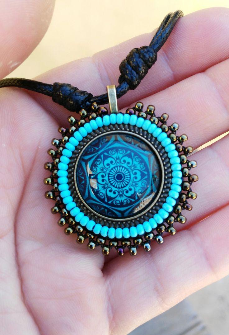 MANDALA, collar, cristal con mandala, bordado de rocalla, tono azul, bronce, regalos, joyería unisex, regalos originales, símbolo de MysticDreamsFactory en Etsy