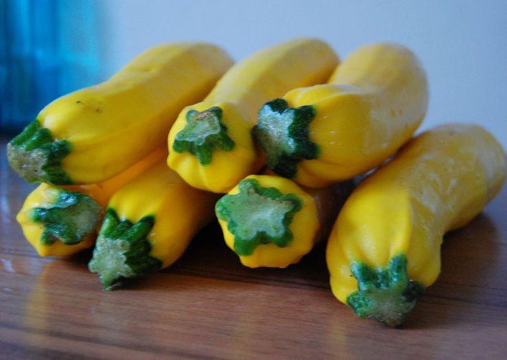 Gele courgette is een hele lekkere basis voor soep. Met dit recept voor gele courgettesoep kom je de winterdagen wel door!