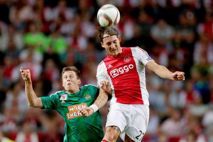 Nemanja Gudelj was ook zeer teleurgesteld na het duel met Rapid Wien. De ploeg van Frank de Boer verloor met 2-3 van de Oostenrijkers en daardoor konden de Amsterdammers de groepsfase van Champions League op hun buik schrijven.