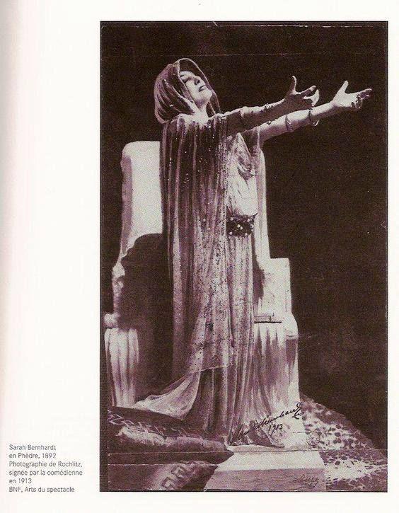 """""""ceux des mots de Bergotte — dans la plaquette retrouvée par Gilberte — qui me revenaient à l'esprit : « Noblesse plastique, cilice chrétien, pâleur janséniste, princesse de Trézène et de Clèves, drame mycénien, symbole delphique, mythe solaire »"""