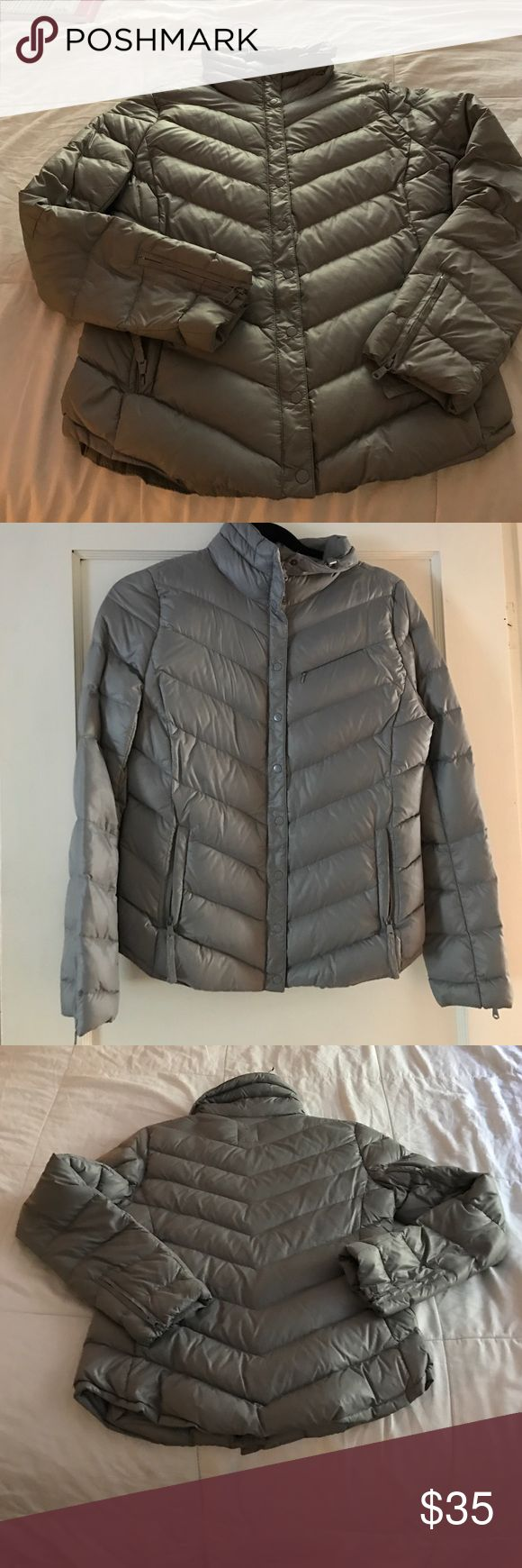 GAP jacket Thin puffy GAP jacket. Zips and buttons in the front. GAP Jackets & Coats Puffers