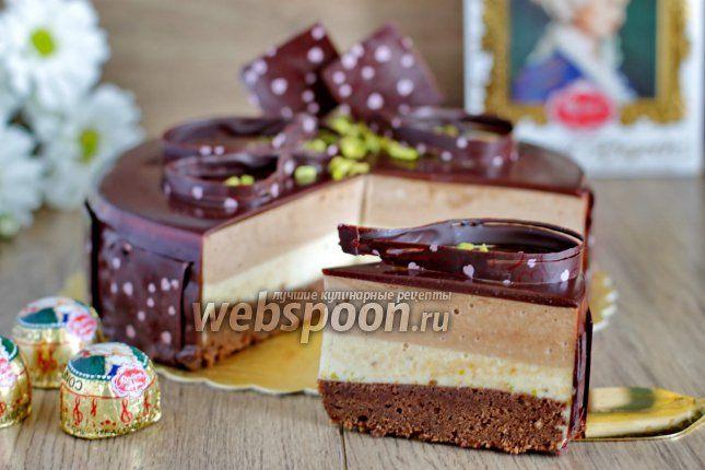 Приготовим торт «Моцарт»  Вот с таким тортиком сегодня я к вам. Торт «Моцарт» довольно известен, много его рецептов в интернете. Но от Карла Шумахера, наверно, самый вкусный. Да, надо немного повозиться, но он того стоит. В рецепте стоит  фисташковая паста  — её можно сделать самостоятельно или заменить просто на молотые фисташки. Нугу — на шоколадную пасту Нутелу. Украшения для торта делала в первый раз, поэтому не судите строго. Итак, давайте приступим.