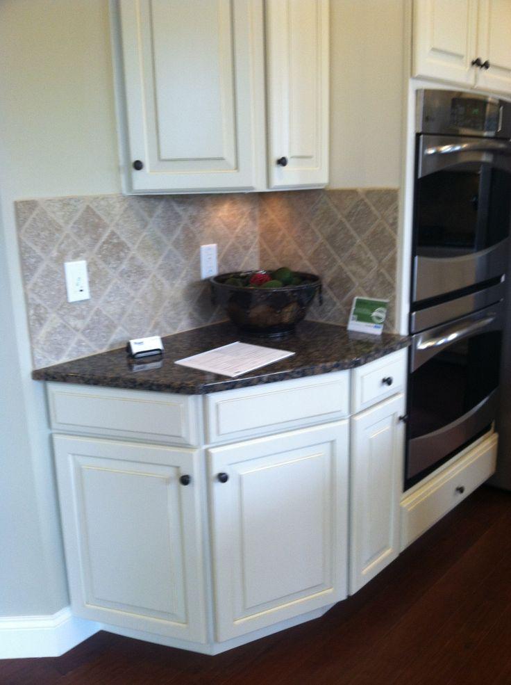 Best Baltic Brown Granite Antique White Cabinets Kitchen 400 x 300