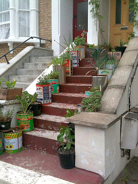 Groovy oil-can planters