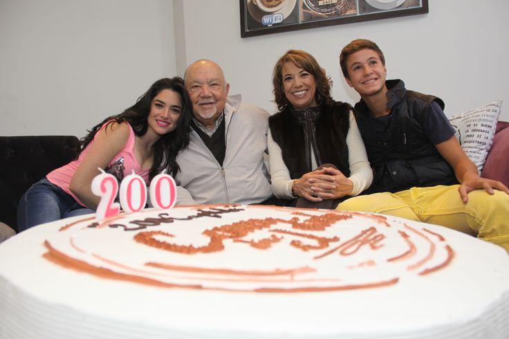 Wendy González, Sergio Corona, nuestra productora Genoveva Martínez y Michael Ronda.